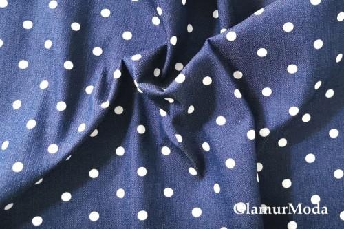 Джинсовая ткань горох на темно-синем фоне