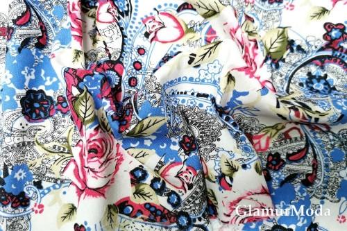 Джинсовая ткань розы в огурцах на молочном фоне