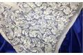 Кружевное полотно молочного цвета цветочный рисунок