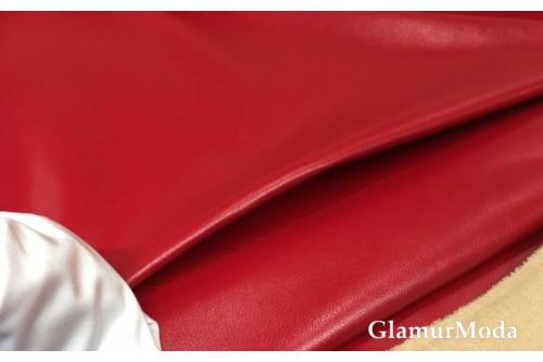 Искусственная кожа красного цвета