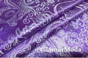 Парча жаккард бело-золотые узоры на фиолетовом фоне