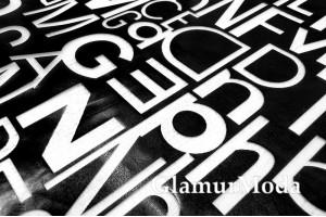 Пленка ТПУ для одежды, прозрачные буквы на черном фоне