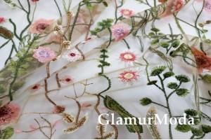 Сетка вышитая, розовые Цветы и стебельки на бежевом фоне