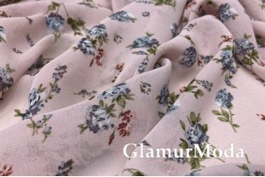 Шифон, голубые цветы на нежно-розовом фоне